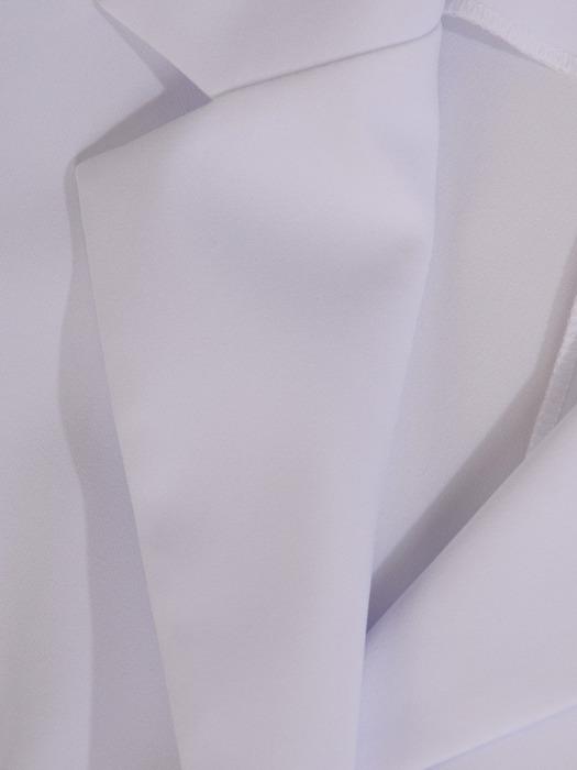 Biały żakiet zapinany na guzik 21054