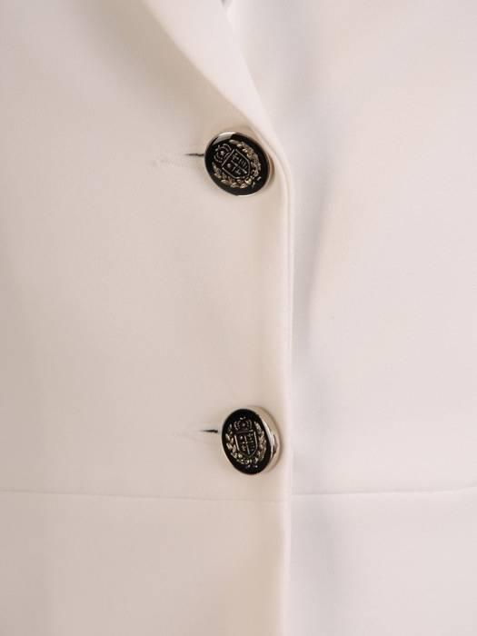 Biały żakiet zapinany na guziki 29857