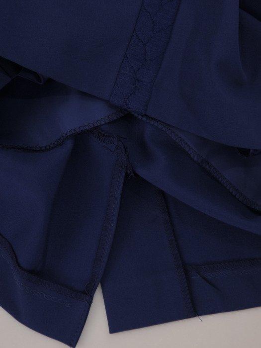 Chabrowa sukienka Wilma II, atrakcyjna kreacja z warkoczowym wzorem.