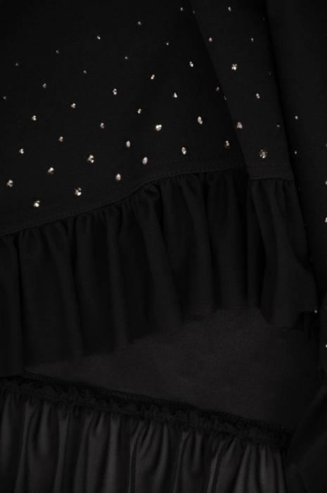 Czarna prosta sukienka z ozdobnymi dżetami 28065
