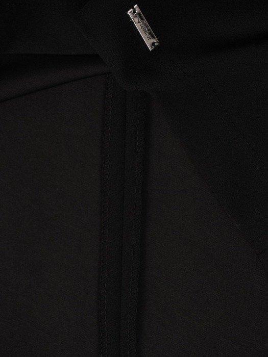 Czarna sukienka z dzianiny, kreacja w wyszczuplającym wzorze 23760