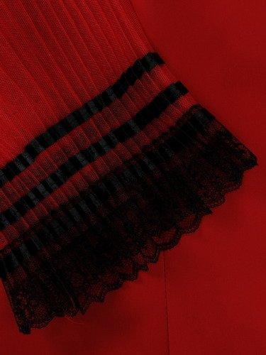 Czerwona sukienka z ażurowymi rękawami 15560, modna kreacja wizytowa.