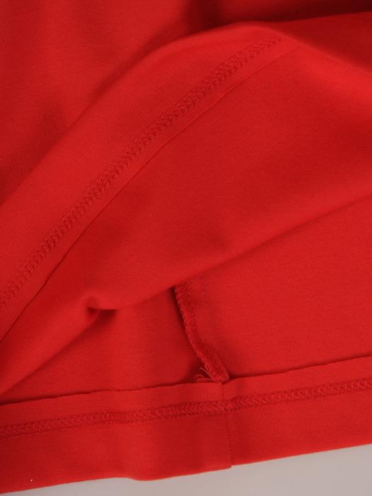 Czerwona sukienka z dzianiny, modna kreacja z kontrastowymi lamówkami 21662