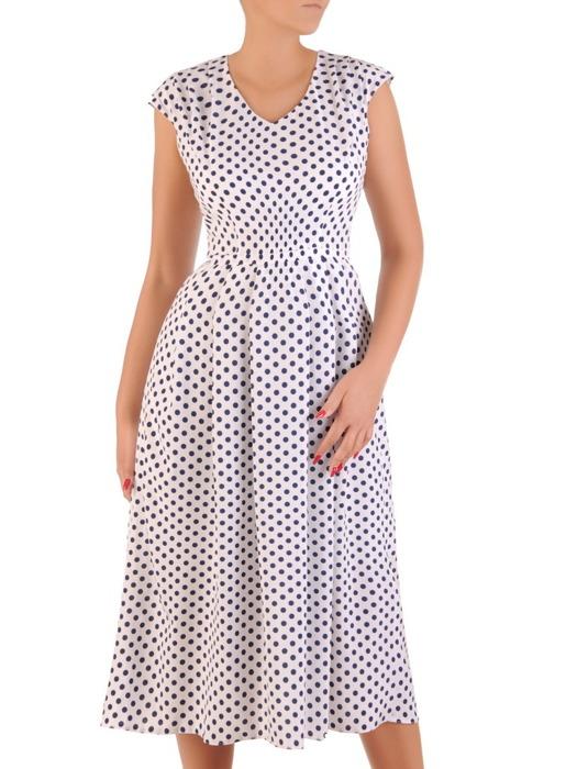 Długa sukienka w groszki 21276, rozkloszowana kreacja z wyszczuplającym paskiem.