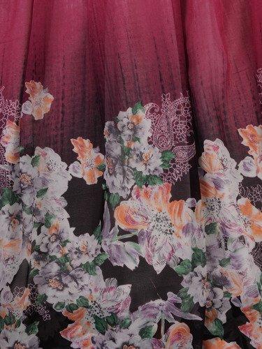Długa sukienka z eleganckiego szyfonu 15581, kreacja w wyszczuplające wzory.