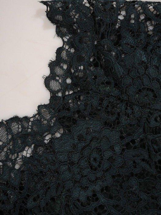 Długa sukienka z koronkowym topem, kreacja z modnym dekoltem 22923