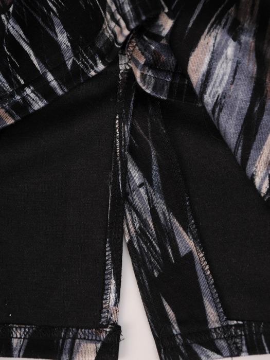 Dzianinowa sukienka w abstrakcyjny wzór, prosta kreacja na jesień  22190.