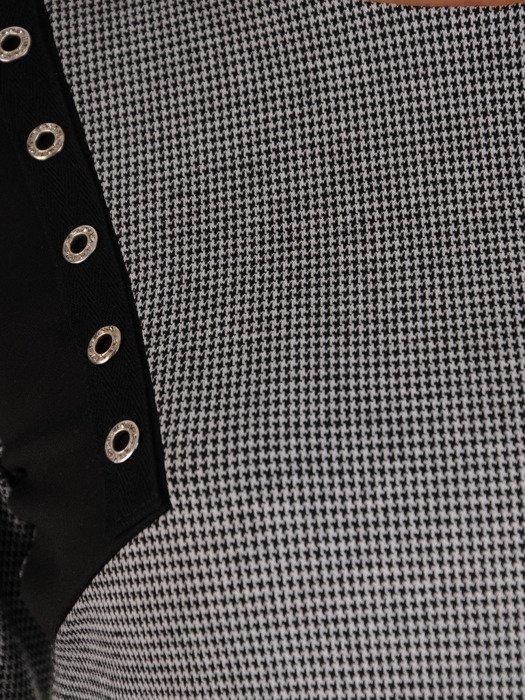 Dzianinowa sukienka w pepitkę, kreacja z nowoczesnymi wstawkami 19549