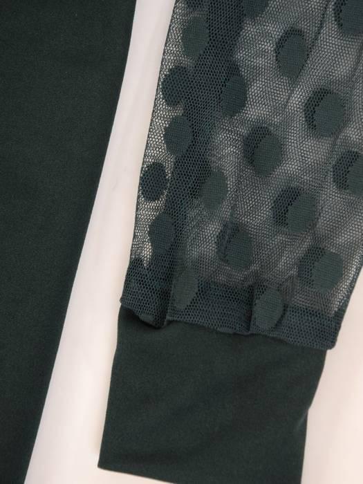 Dzianinowa sukienka z trendowymi bufiastymi rękawami w grochy 28004