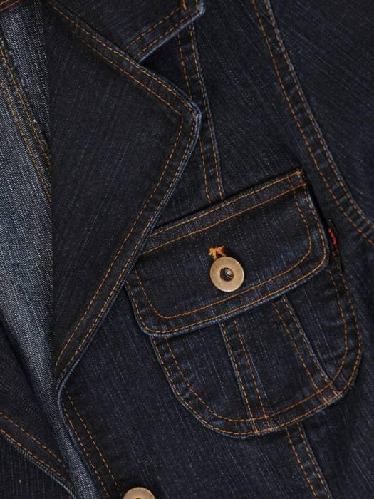 Dżinsowy żakiet z ozdobnymi kieszeniami 29124