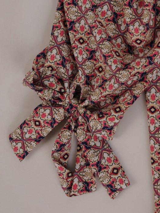 Elegancka bluzka z efektownie pomarszczonym dekoltem 15700
