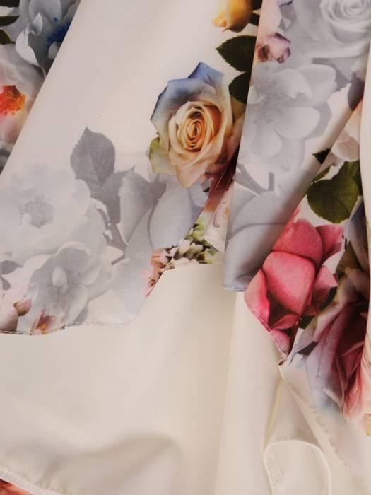 Elegancka kwiatowa sukienka wykończona koronkowym dekoltem 28786