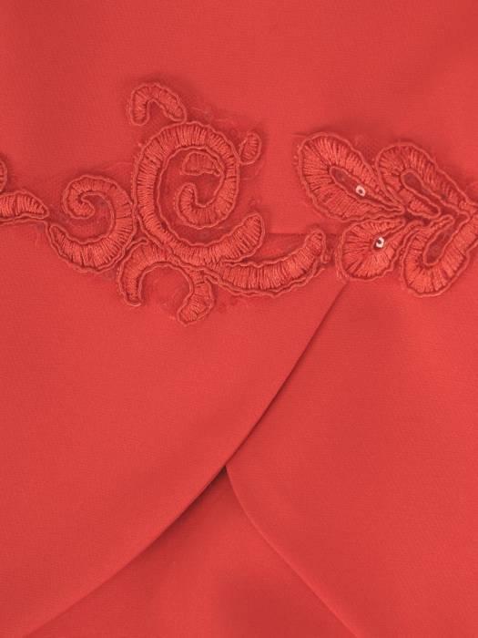 Elegancka sukienka czerwona, kreacja z oryginalnymi rękawami 28555