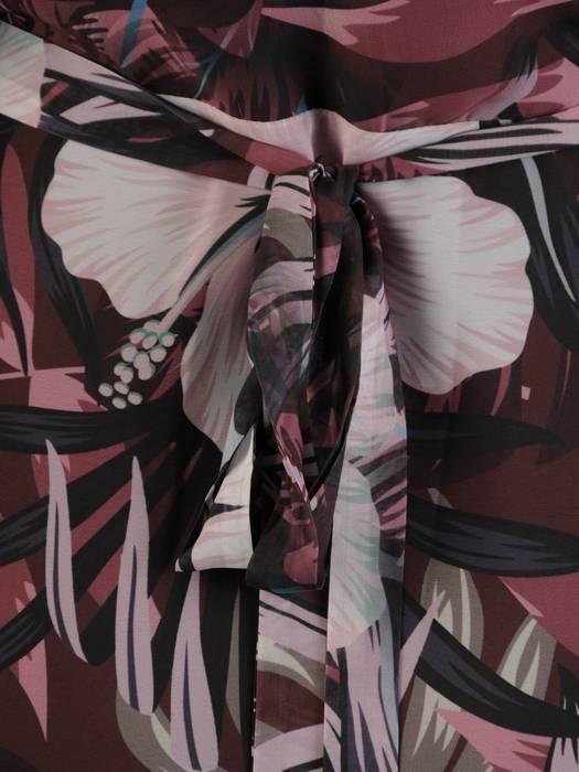 Elegancka sukienka maxi, kreacja z ozdobnymi rozcięciami na rękawach 30024