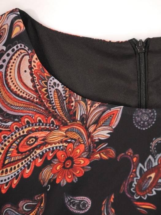 Elegancka sukienka w kwiaty z ozdobnie wyciętymi rękawami 30039
