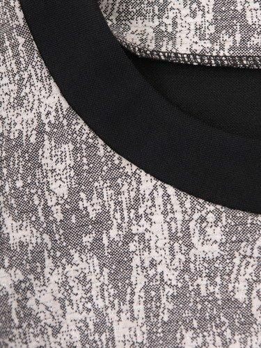 Elegancka sukienka wykończona czarnymi lamówkami Szarlota III