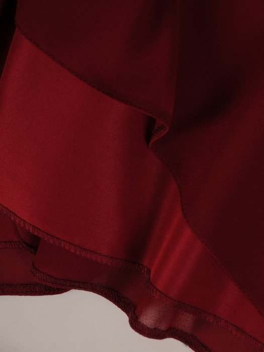 Elegancka sukienka z asymetryczną falbaną przy dekolcie 25239