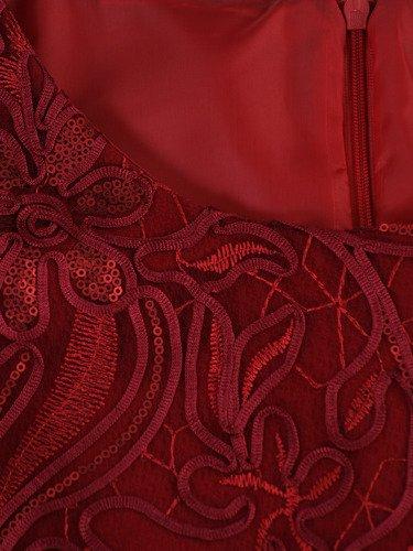 Elegancka sukienka z przepięknym zdobieniem Palmira II, kreacja wykończona gipiurą.