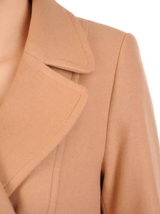 Flauszowy, miodowy płaszczyk damski z ozdobnymi guzikami 30760
