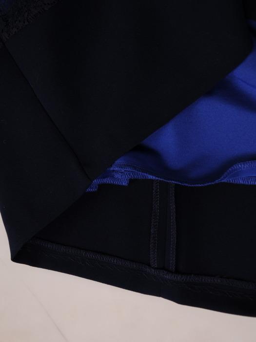 Granatowa sukienka Lukrecja I, kreacja wizytowa z koronkowymi wstawkami.