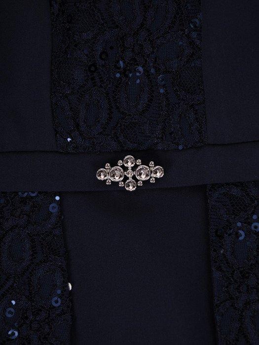 Granatowa sukienka z broszką Sylwia II, kreacja wizytowa ozdobiona cekinami.