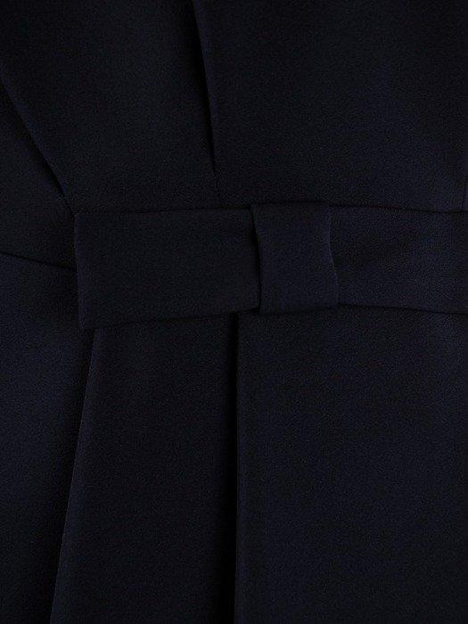 Granatowa sukienka z wyszczuplającymi zakładkami i kokardą 24389
