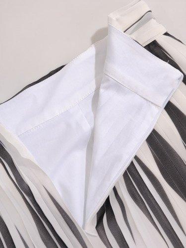 Kolekcja 28381, zwiewna bluzka i plisowane spódnice
