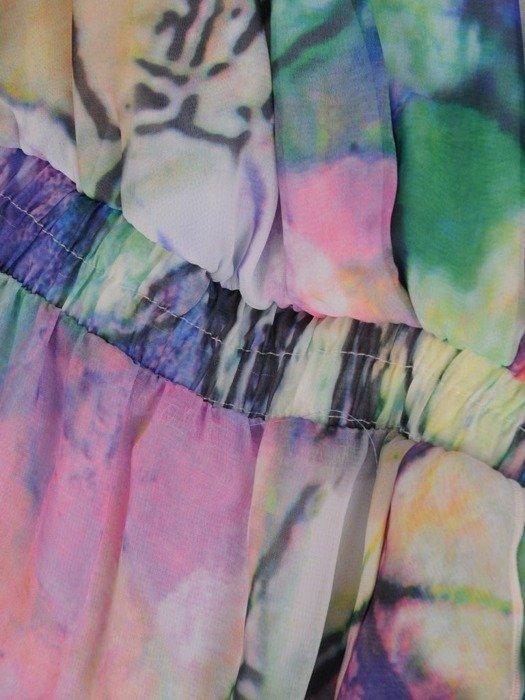 Kopertowa sukienka z falbankami na rękawach 25450