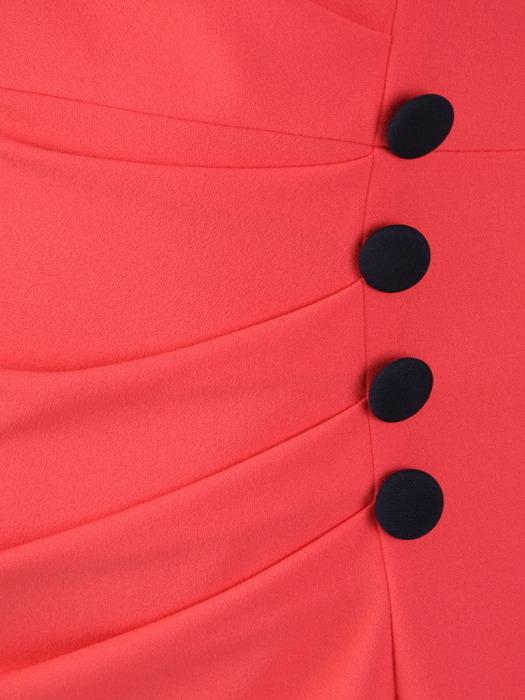 Koralowa kreacja z dzianiny, elegancka sukienka z kontrastowymi wstawkami 20227