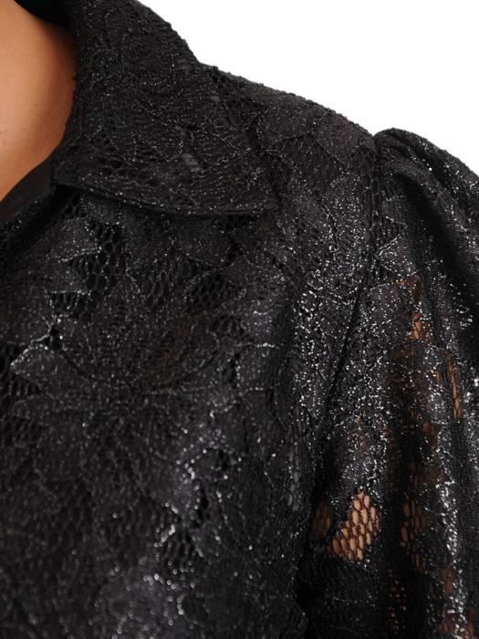 Koronkowa sukienka o trapezowym kroju, kreacja z ozdobnymi rękawami 27891