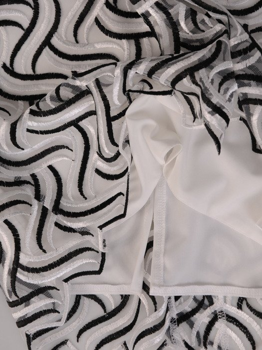 Koronkowa sukienka w wyszczuplający wzór, prosta kreacja wyjściowa 20144