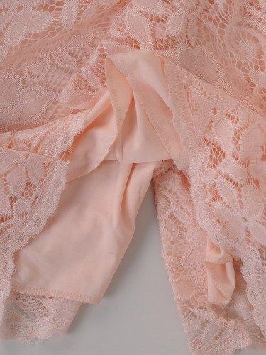 Koronkowa sukienka z szerokimi, ozdobnymi rękawami 15520.