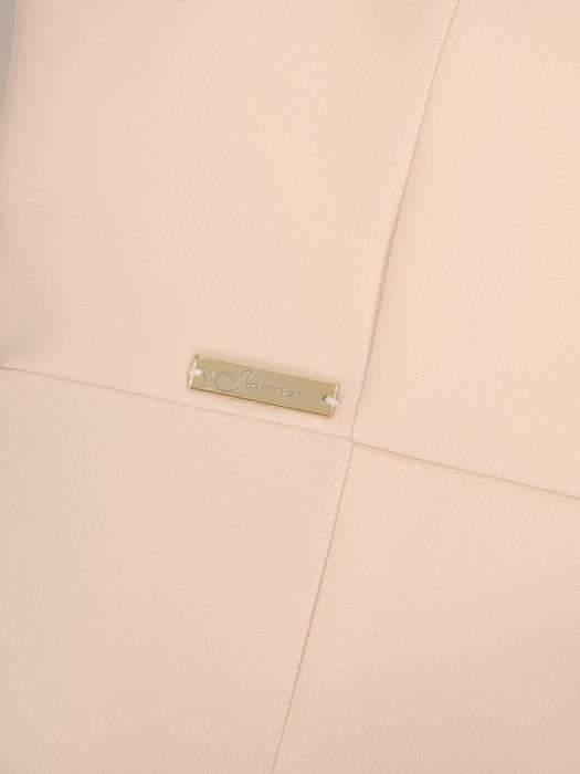 Kremowa suknia z efektownym rozcięciem, nowoczesna kreacja wieczorowa 30164