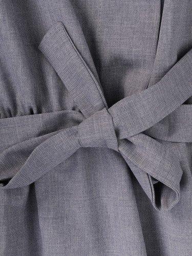 Letnia sukienka z paskiem Terencja II, popielata kreacja z lnu.