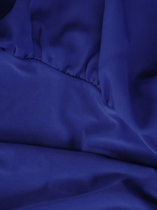 Luźna sukienka z broszką, modna kreacja z szyfonową narzutką 27758