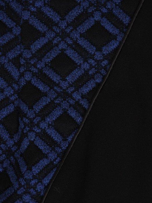 Nowoczesna sukienka wyszczuplająca Julianna VI, elegancka kreacja w kratkę