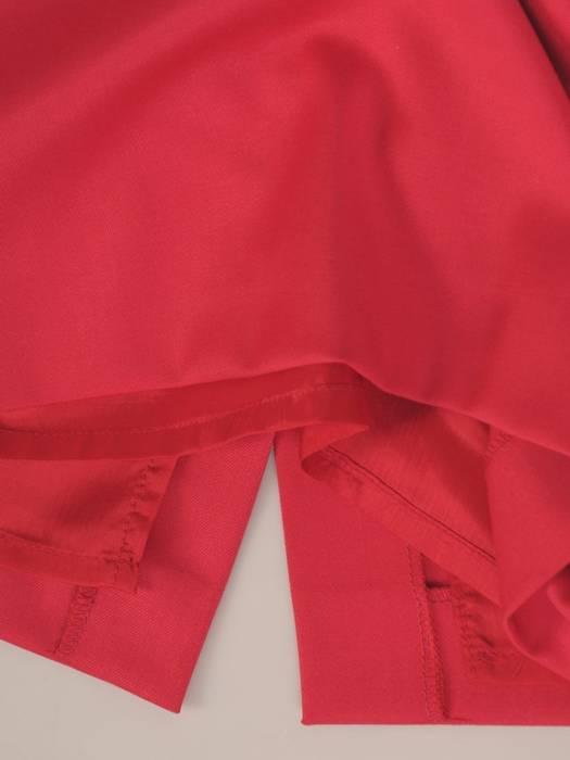 Ołówkowa spódnica z malinowej tkaniny 30073
