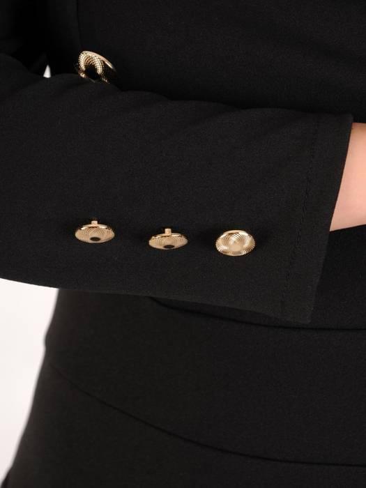 Ołówkowa sukienka z dzianiny, kreacja z ozdobnymi złotymi guzikami 28238