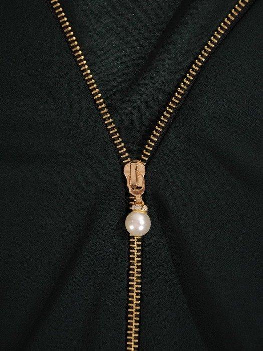 Ołówkowa sukienka z dzianiny, kreacja z zamkiem przy dekolcie 24117