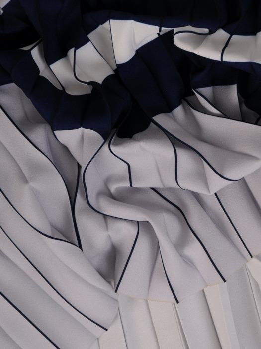 Plisowana sukienka z paskiem, modna kreacja w kontrastowych kolorach 21712