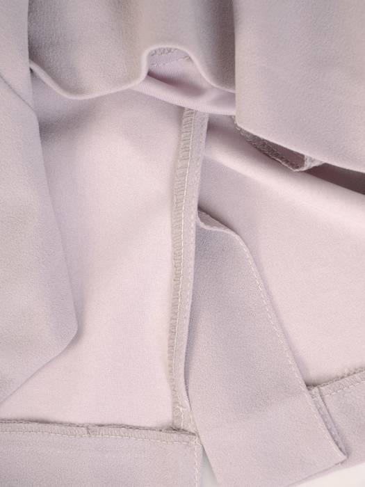 Popielata sukienka z ozdobnymi aplikacjami z koronki 28305