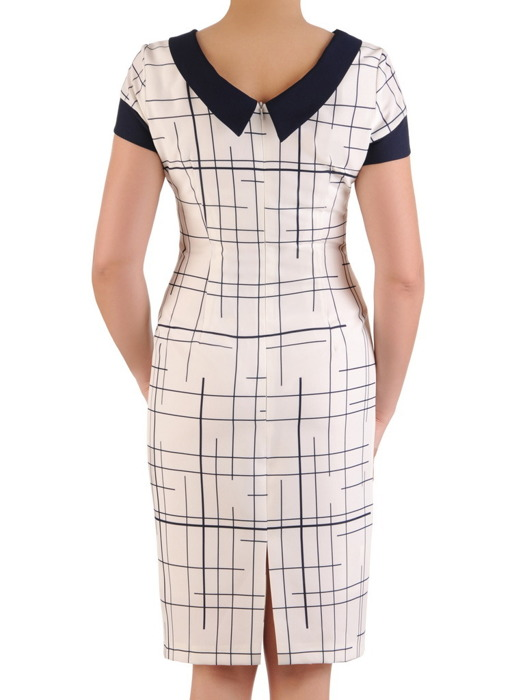 Prosta sukienka, jasna kreacja w wyszczuplającym wzorze 20593.