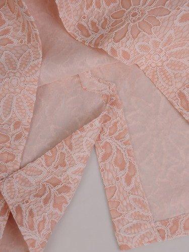 Prosta sukienka z pudrowej koronki 16490, elegancka kreacja na wesele.