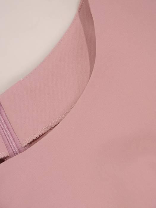 Prosta sukienka z tkaniny z ozdobnymi falbankami 26476