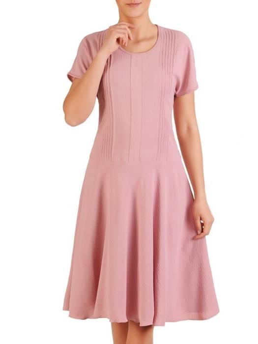 Pudrowa, kreszowana sukienka z ozdobnymi przeszyciami 29837