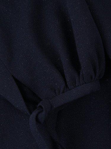 Romantyczna sukienka z bufiastymi rękawami 14228, granatowa kreacja z pięknym dekoltem.