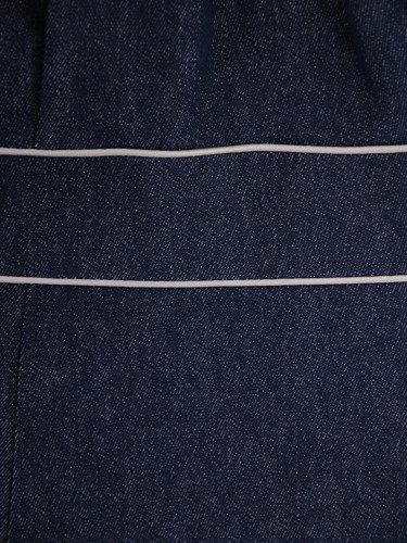 Rozkloszowana sukienka z dżinsu Klarisa, atrakcyjna kreacja maskująca biodra.