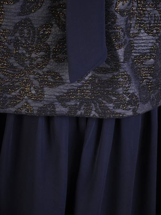 Rozkloszowana sukienka z łączonych materiałów i modnym wiązaniem 30388