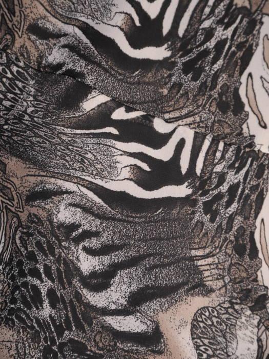 Rozkloszowana sukienka z modnie wykończonym dekoltem 30842