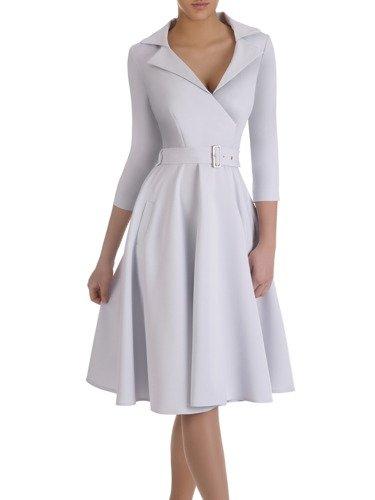 Rozkloszowana sukienka z modnym kołnierzem 14900, elegancka kreacja z paskiem.
